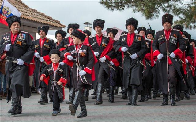 Праздничный парад казаков