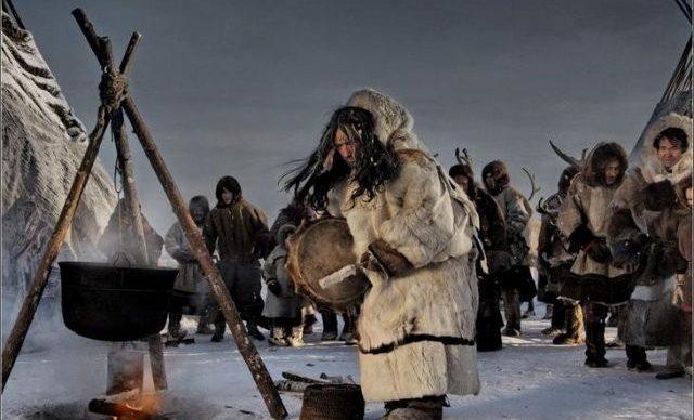 Камлающий шаман