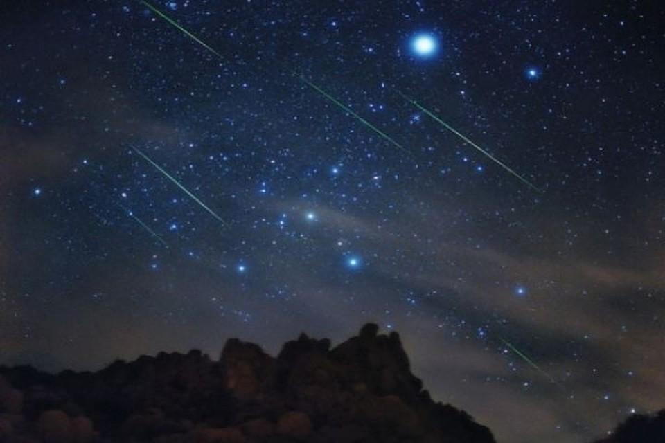 Наблюдение звездопада в горах