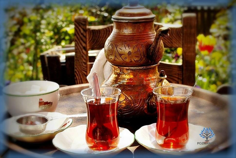 Заварник и классические турецкие стаканы для чая