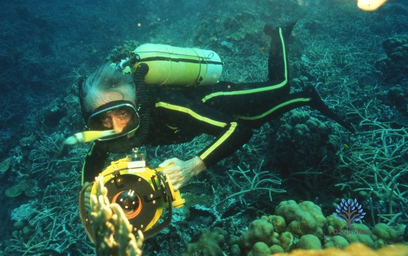 Жак-Ив Кусто со своим изобретением - аквалангом