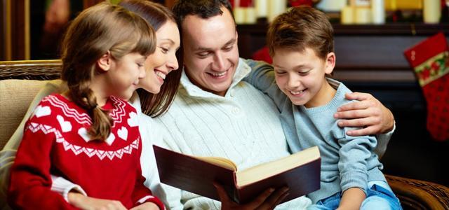 чтение книги всей семьей