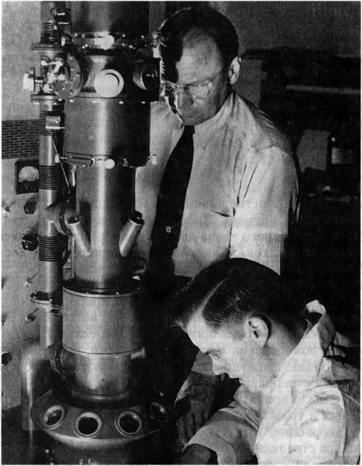 первый микроскоп