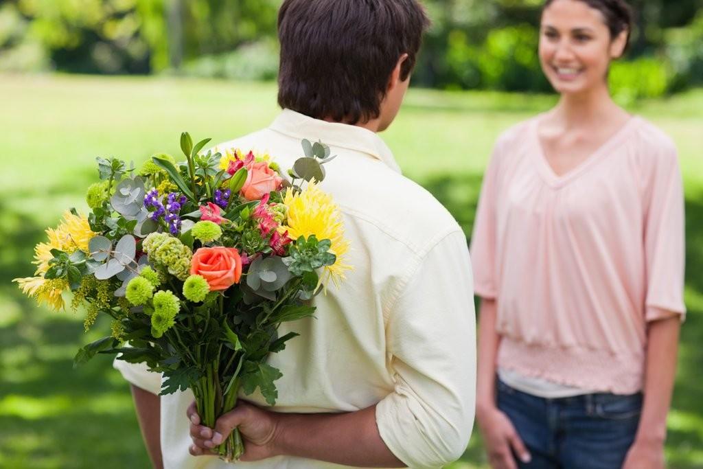 5 признаков того, что вы нравитесь мужчине, даже если он это скрывает