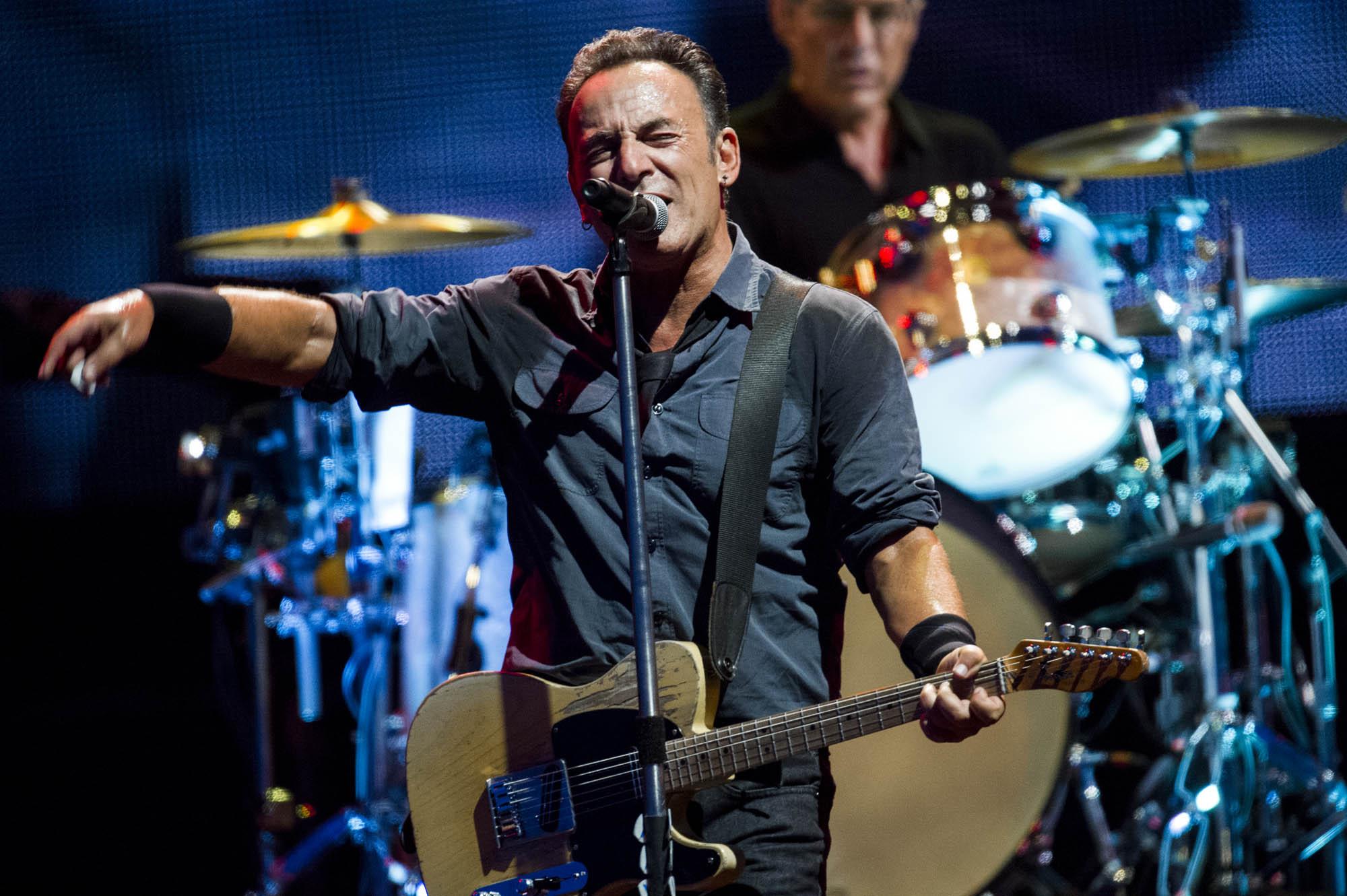 10-Momenti-memorabili-di-Bruce-Springsteen-sul-palco.jpg