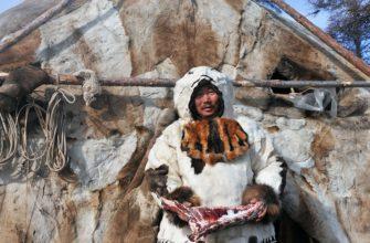 Эскимос возле яранга