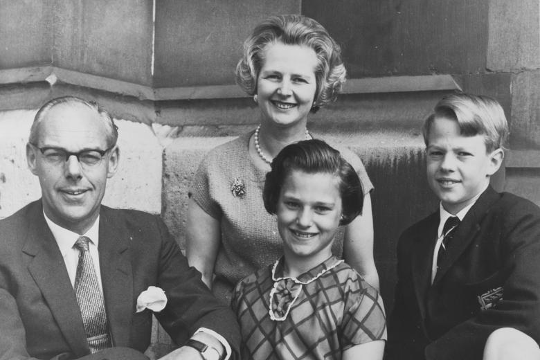 Маргарет Тэтчер с семьей