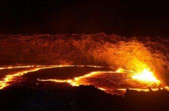 лавовое озеро в жерле вулкана