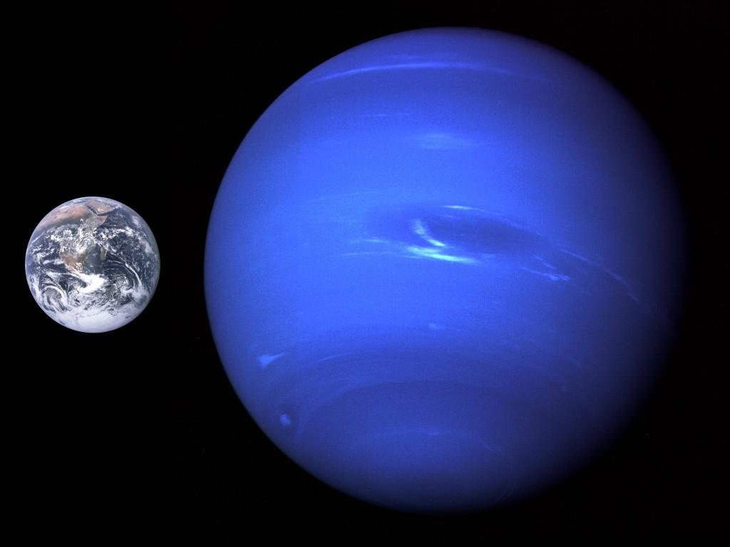 Нептун в сравнении с Землей