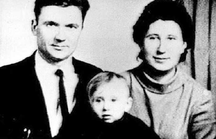Чикатило с женой и сыном