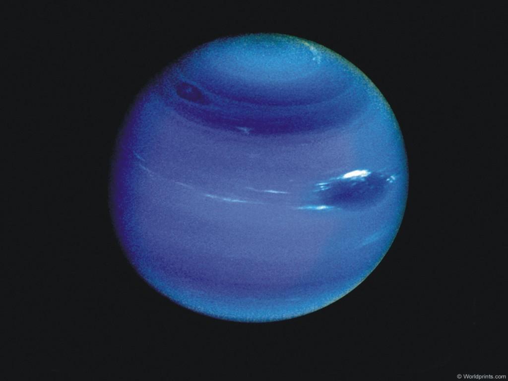 Нептун с Большим темным пятном