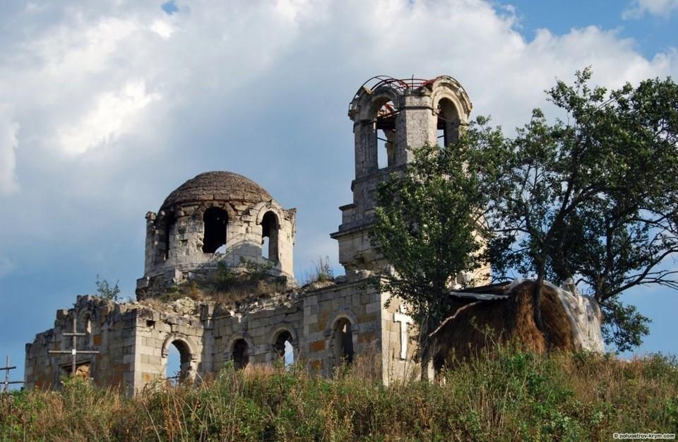 Руины монастыря в с.Лаки